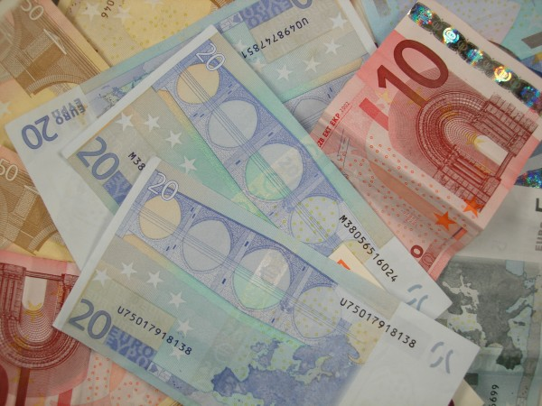Various_Euro_banknotes